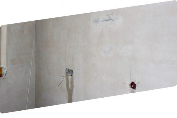 Розетки в бетонной стене